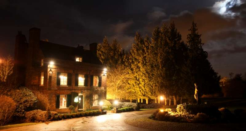 Auberge du Lac at night time